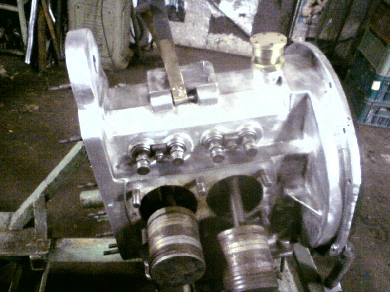 Na motoru probíhá renovace